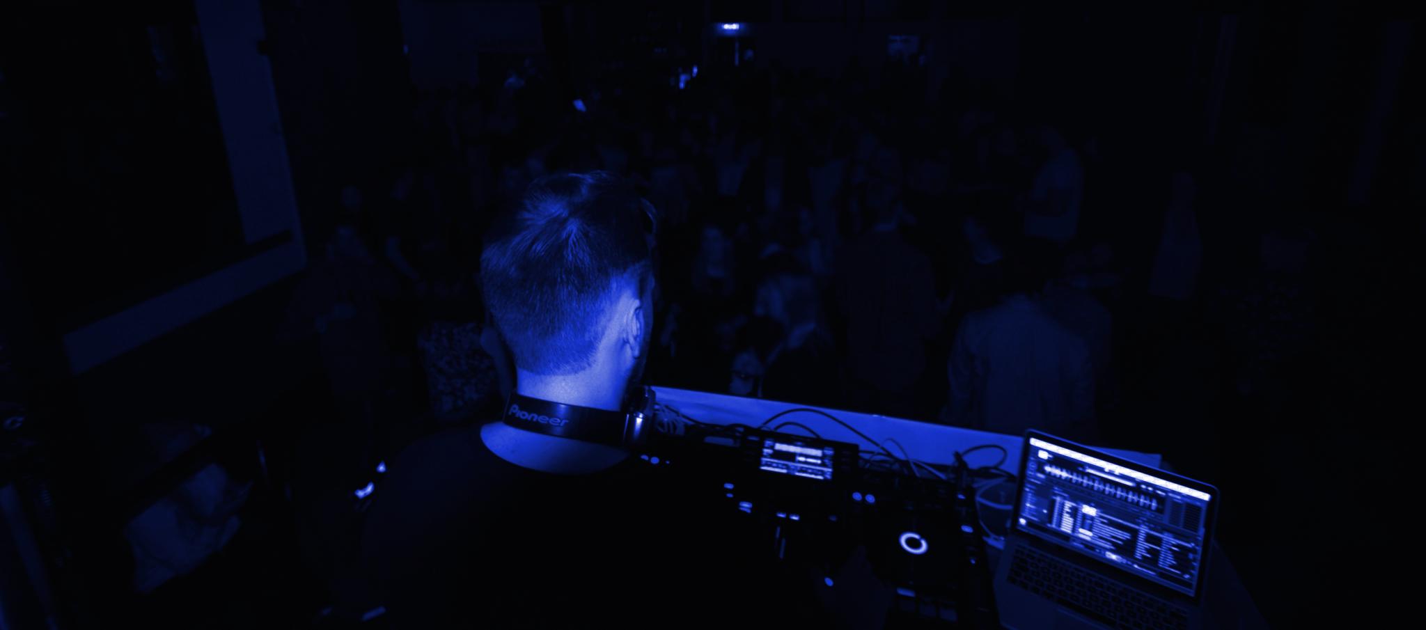 Club A33